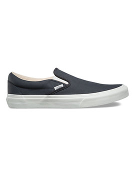 Vansbuck Slip On by Vans