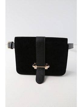 Mariella Gold And Black Belt Bag by Lulus