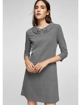 Kleid Mit Kristallverziertem Kragen by Mango