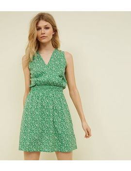 Petite Green Ditsy Floral Shirred Waist Dress by New Look